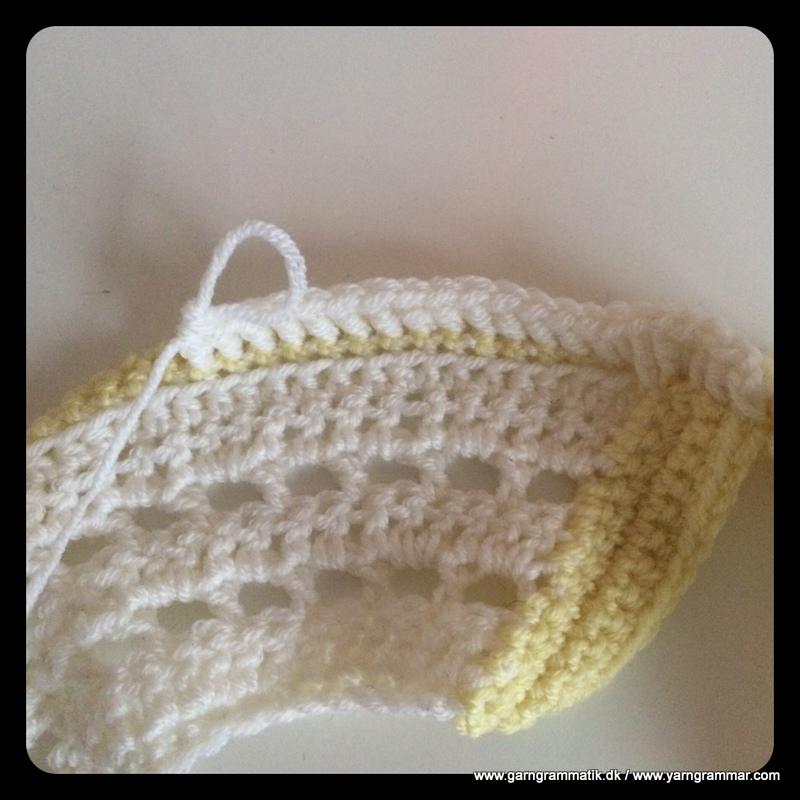 Babykjole med hulmønster_4