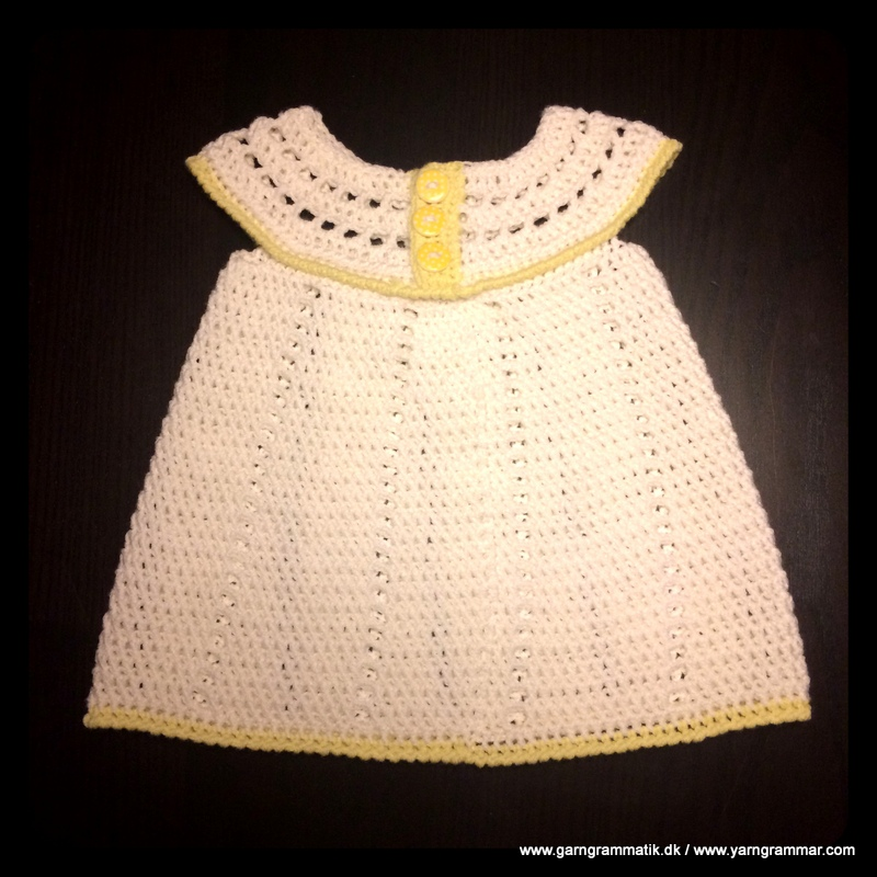 Babykjole med hulmønster_9